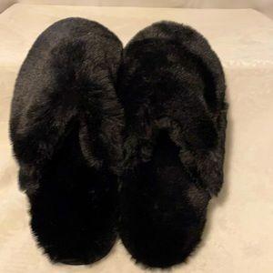 🆕 West Loop Black Fuzzy Slippers Sz.7/8Med.